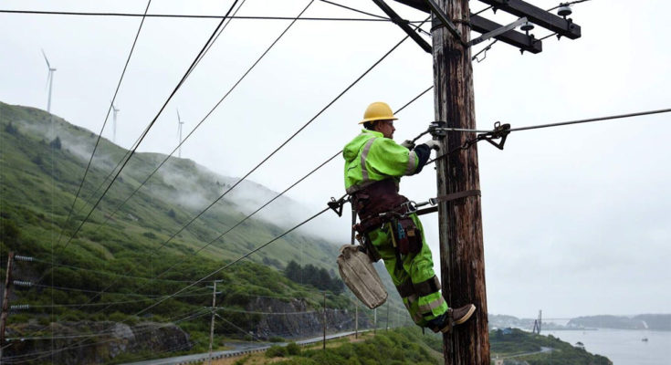 Pros and Cons of Being an Electrical Linemen